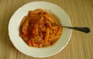 Penne ryżowe z szynką włoską