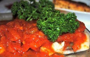 Śledzie w sosie pomidorowym słodko-kwaśnym