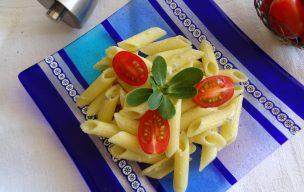 Makaron z serem pleśniowym i kaparami