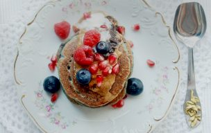 Gryczane pancakes z jagodami