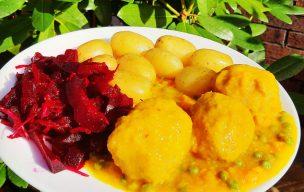 Pulpety wieprzowe w sosie dyniowym z marchewką i groszkiem