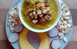 Zupa dyniowa z grzankami z tofu