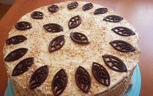 Tort orzechowo biszkoptowy z masą kawową