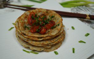 Azjatyckie placuszki z tapioki z pikantnymi pomidorkami
