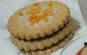 Ciastka z lukrem i skórką pomarańczową