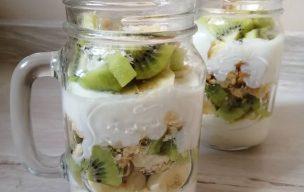 Fit deser jogurtowo-owocowy