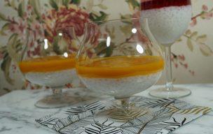 Kokosowy pudding z tapioki z musem z mango
